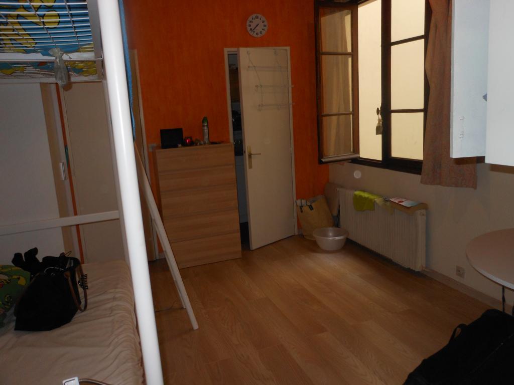 Location appartement par particulier, studio, de 17m² à Paris 09