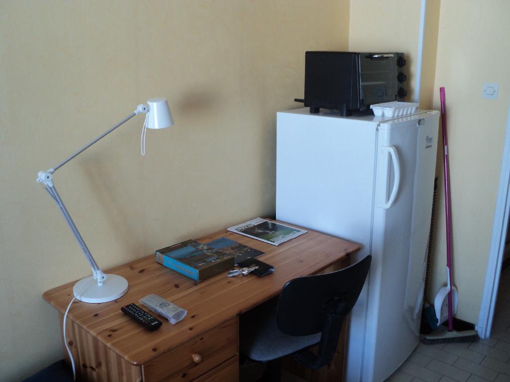 location studio marseille 03 particulier. Black Bedroom Furniture Sets. Home Design Ideas