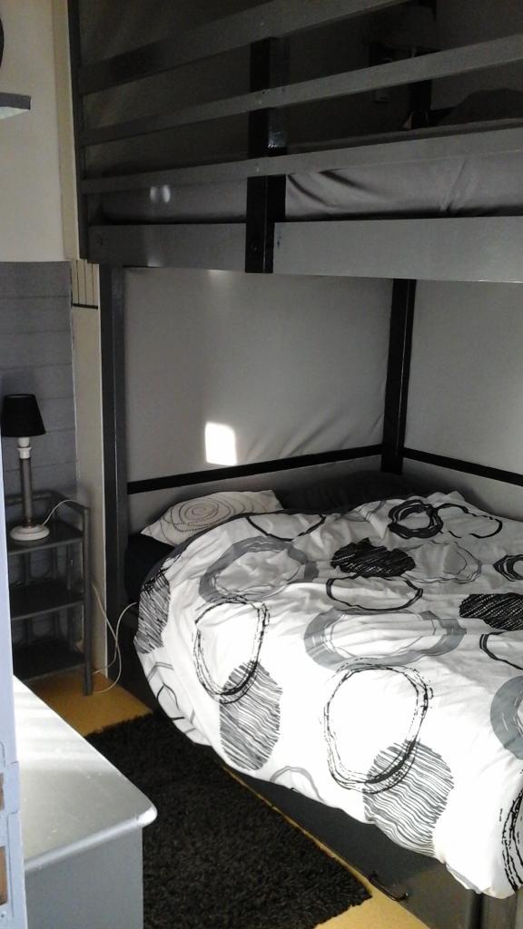 Entre particulier , chambre, de 10m² à La Rochelle