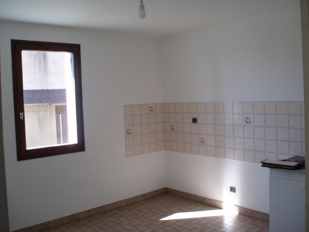 Particulier location Colombier-le-Cardinal, appartement, de 74m²