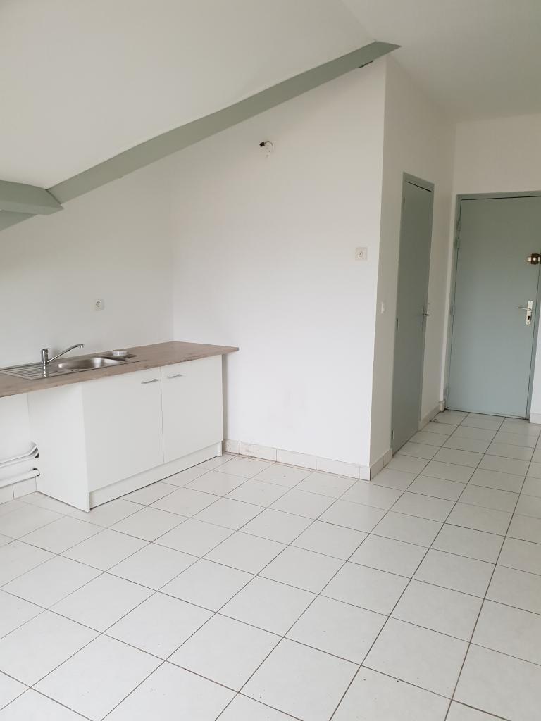 Location particulier à particulier, appartement, de 33m² à Vaux-le-Pénil