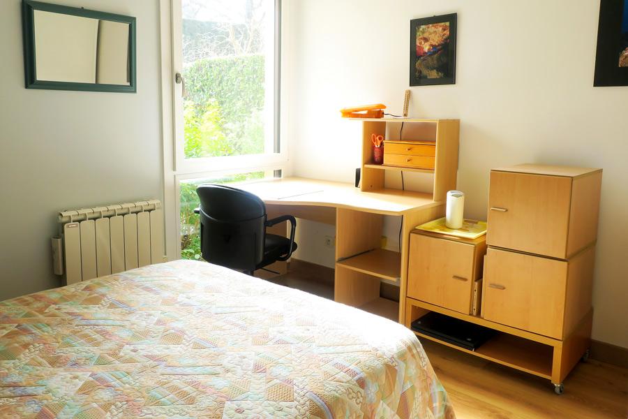Entre particulier , chambre, de 13m² à Saint-Genis-Laval