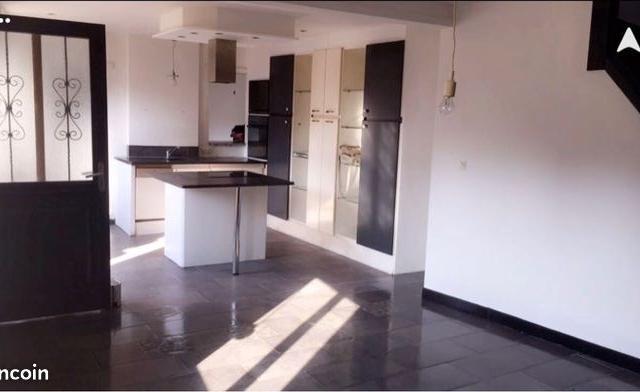 Location appartement entre particulier Artres, de 90m² pour ce maison