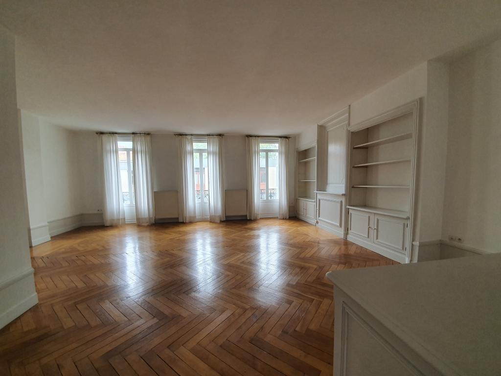 De particulier à particulier, appartement à Saint-Étienne, 100m²