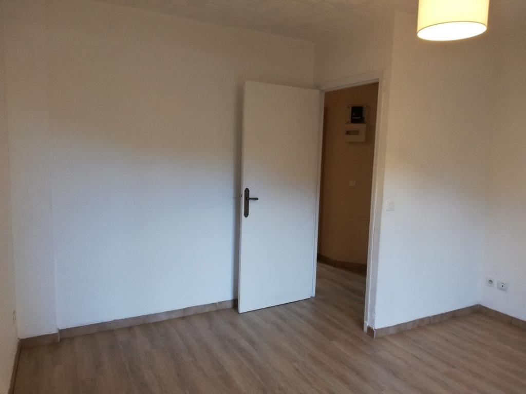 Location appartement entre particulier Santa-Maria-di-Lota, de 54m² pour ce appartement