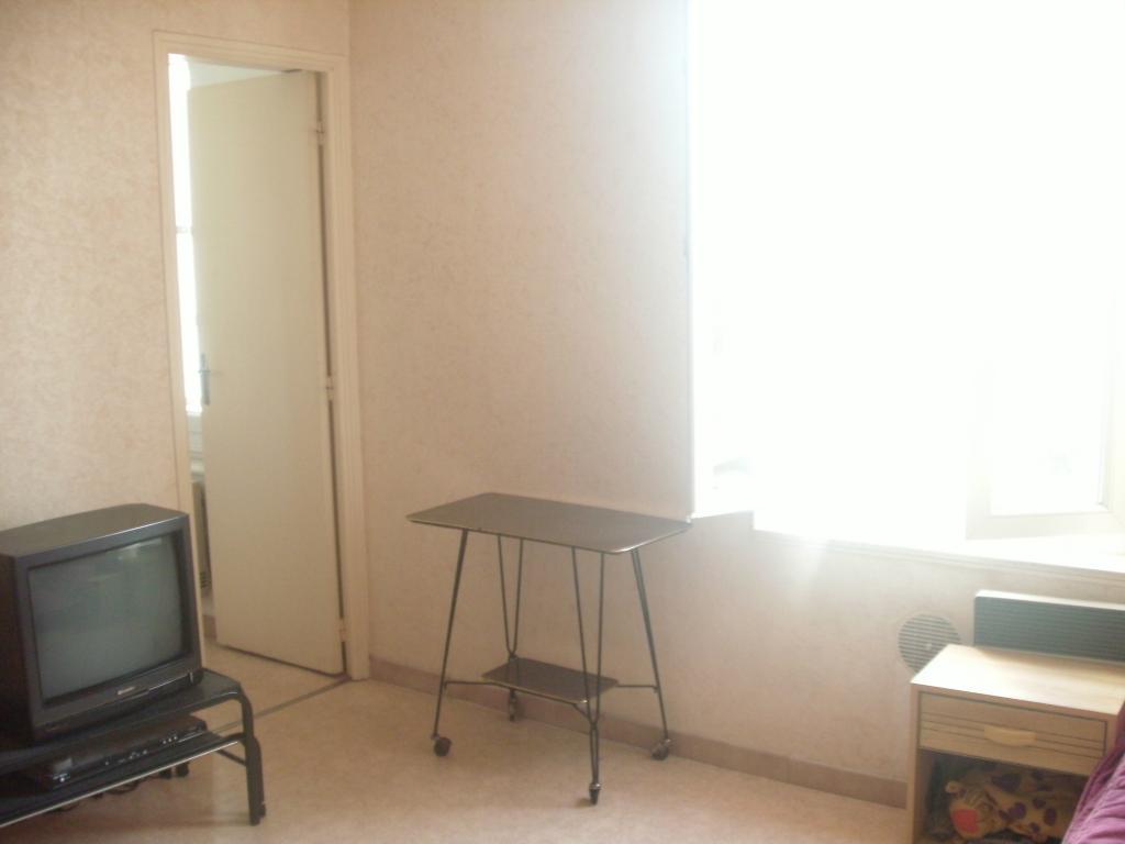 location de studio meubl de particulier sur albi 325 euros 20 m. Black Bedroom Furniture Sets. Home Design Ideas