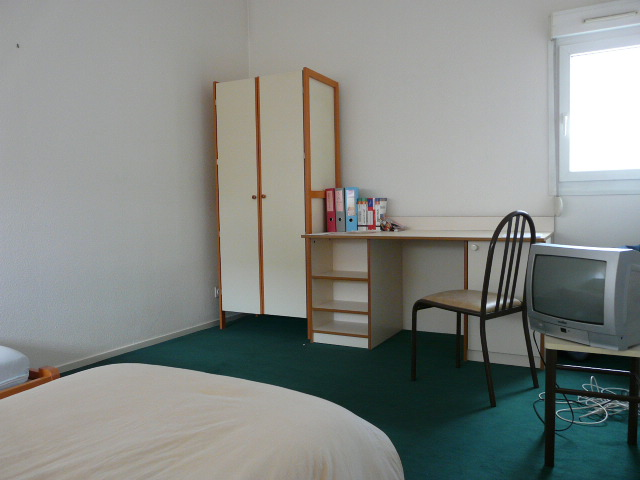 location de studio meubl de particulier particulier. Black Bedroom Furniture Sets. Home Design Ideas
