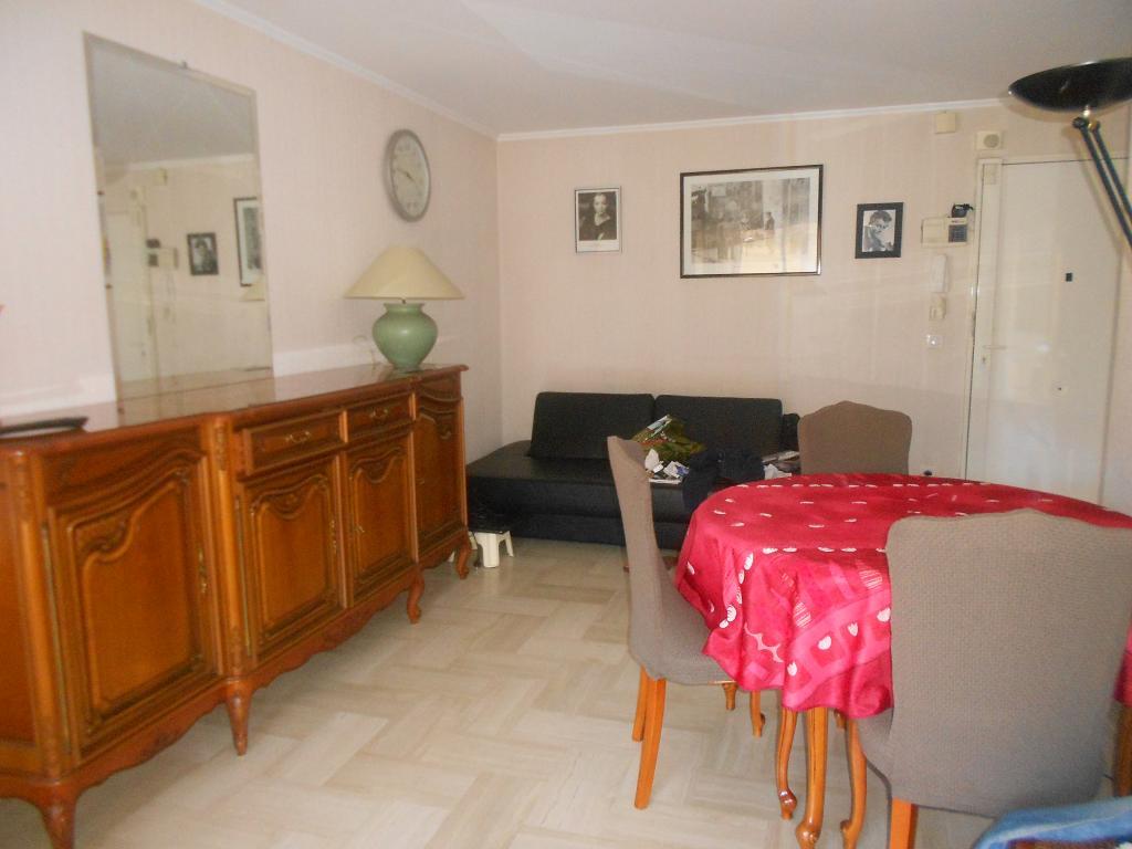 location appartement entre particulier cannes. Black Bedroom Furniture Sets. Home Design Ideas
