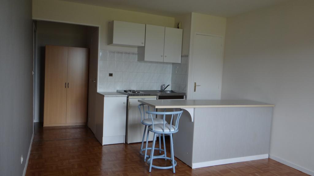location d 39 appartement t1 de particulier particulier reims 430 29 m. Black Bedroom Furniture Sets. Home Design Ideas