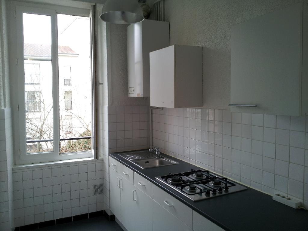 Location d 39 appartement t2 entre particuliers nancy 570 for Location appartement atypique nancy