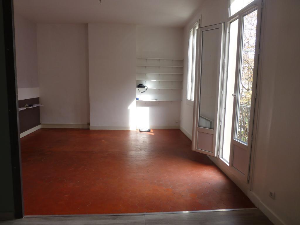 location d 39 appartement t3 de particulier particulier marseille 13001 840 75 m. Black Bedroom Furniture Sets. Home Design Ideas