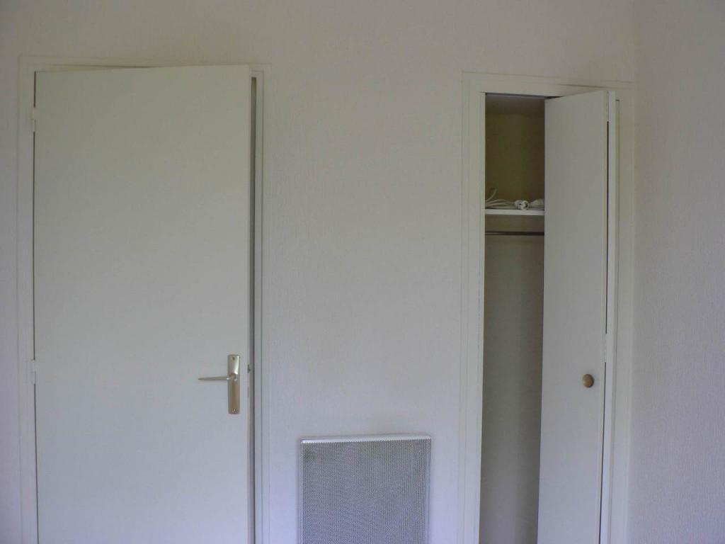 location de studio meubl de particulier au rheu 358 13 m. Black Bedroom Furniture Sets. Home Design Ideas