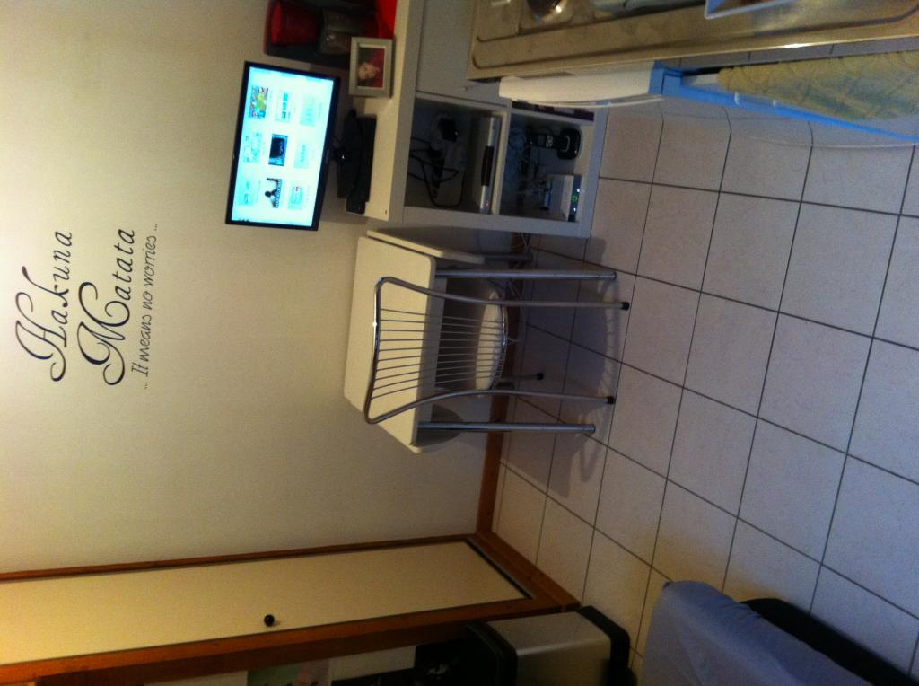 location de studio meubl de particulier particulier besancon 300 11 m. Black Bedroom Furniture Sets. Home Design Ideas