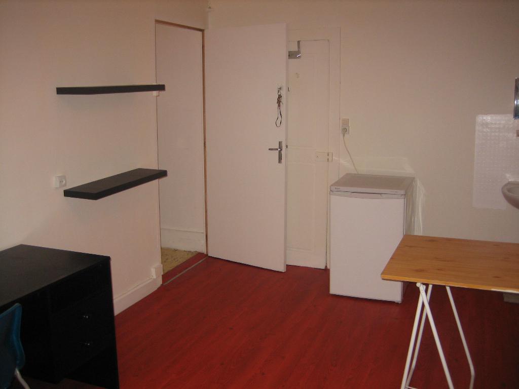 location de chambre meubl e de particulier nancy 270 16 m. Black Bedroom Furniture Sets. Home Design Ideas
