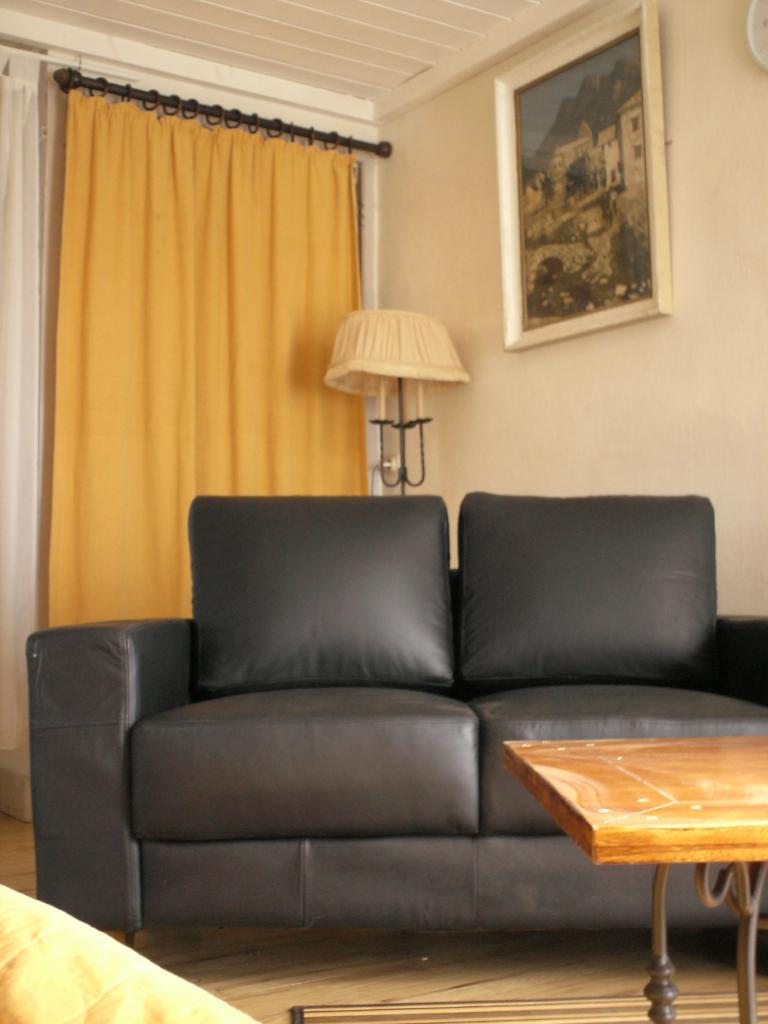 location d 39 appartement meubl sans frais d 39 agence saone. Black Bedroom Furniture Sets. Home Design Ideas