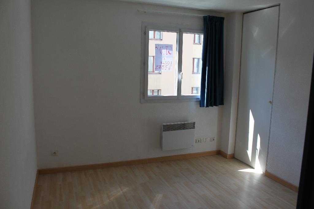 location entre particuliers lyon 8 69008. Black Bedroom Furniture Sets. Home Design Ideas