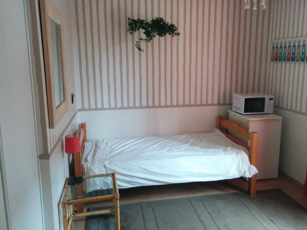 Location appartement entre particulier Chesnay, de 13m² pour ce chambre
