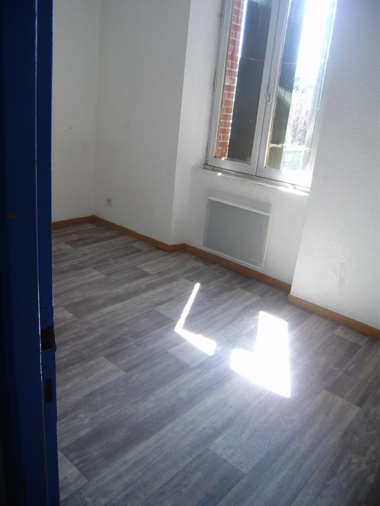 location d 39 appartement t2 de particulier tarbes 330 37 m. Black Bedroom Furniture Sets. Home Design Ideas
