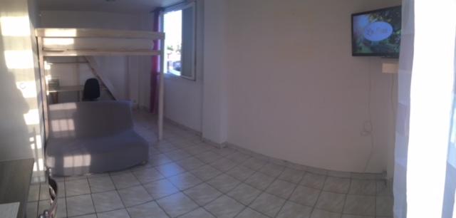 location de studio meubl de particulier particulier marseille 15 495 30 m. Black Bedroom Furniture Sets. Home Design Ideas