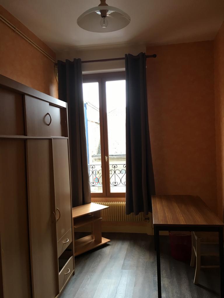 location de chambre meubl e de particulier reims 300 10 m. Black Bedroom Furniture Sets. Home Design Ideas