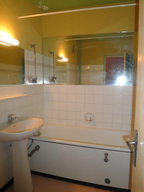 location de studio entre particuliers besancon 453 32 m. Black Bedroom Furniture Sets. Home Design Ideas