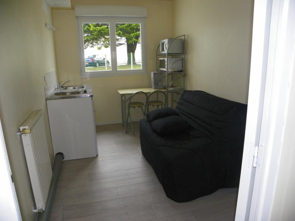 studio de 10m2 louer sur st nazaire location appartement. Black Bedroom Furniture Sets. Home Design Ideas