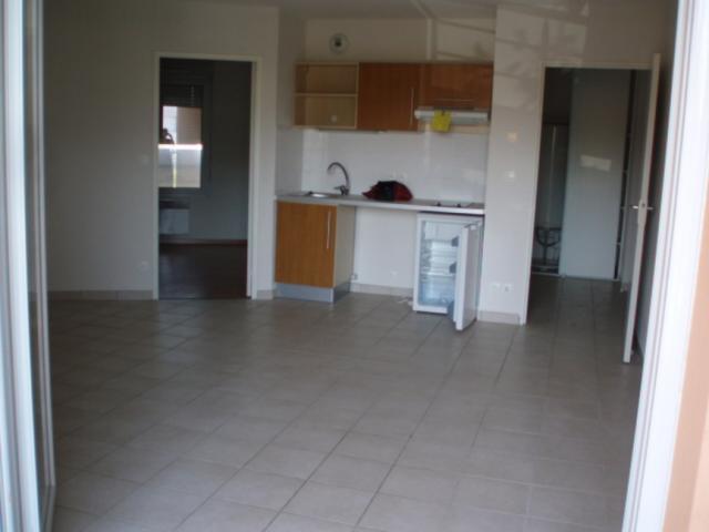 Location d 39 appartement t2 de particulier vinay 450 for Combien coute une cuisine amenagee