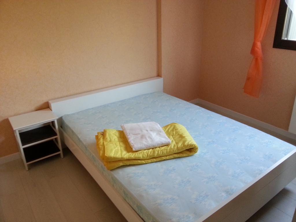location de 2 pi ces meubl entre particuliers frejus 590 27 m. Black Bedroom Furniture Sets. Home Design Ideas