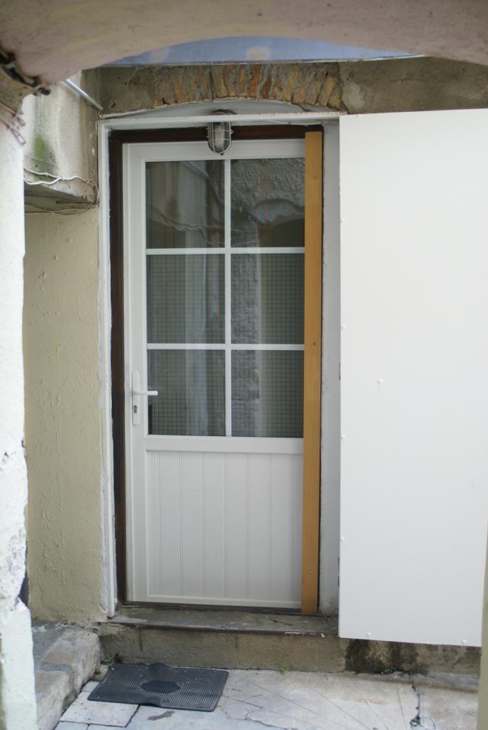 location d 39 appartement t2 meubl de particulier particulier nimes 435 30 m. Black Bedroom Furniture Sets. Home Design Ideas