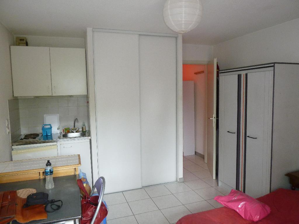 location studio illkirch graffenstaden de particulier particulier. Black Bedroom Furniture Sets. Home Design Ideas