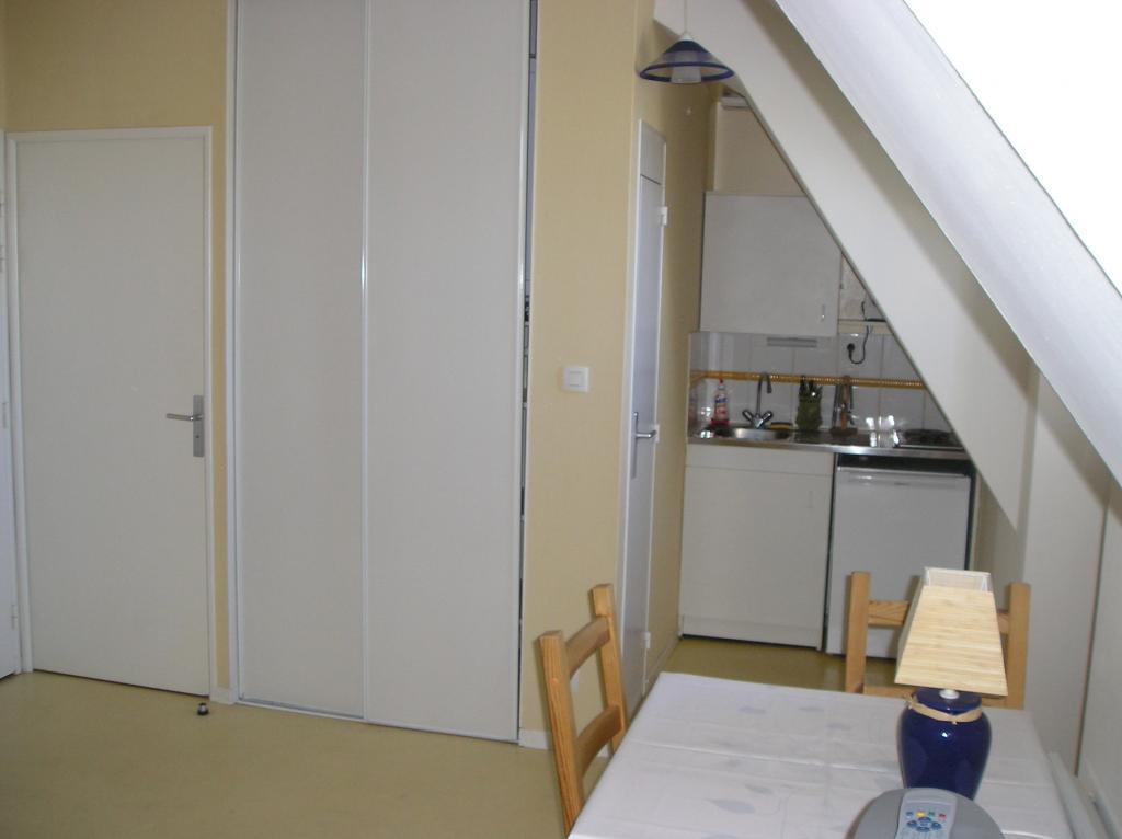 location de studio meubl entre particuliers vannes 320 20 m. Black Bedroom Furniture Sets. Home Design Ideas