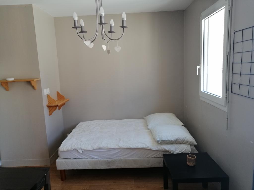 location de studio meubl de particulier chartres 445 20 m. Black Bedroom Furniture Sets. Home Design Ideas