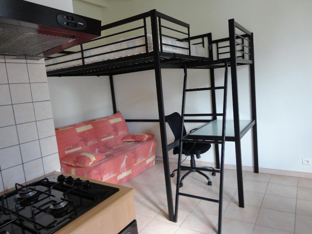 location de studio meubl sans frais d 39 agence vichy 327 20 m. Black Bedroom Furniture Sets. Home Design Ideas