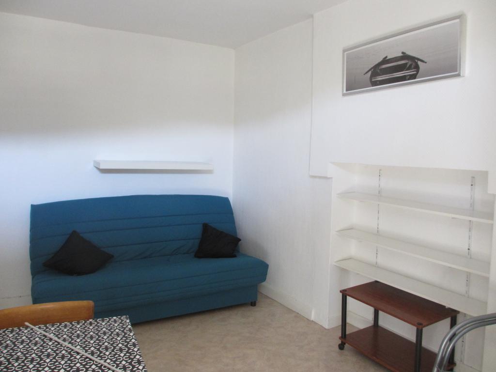 De particulier à particulier Naucelles, appartement studio de 15m²