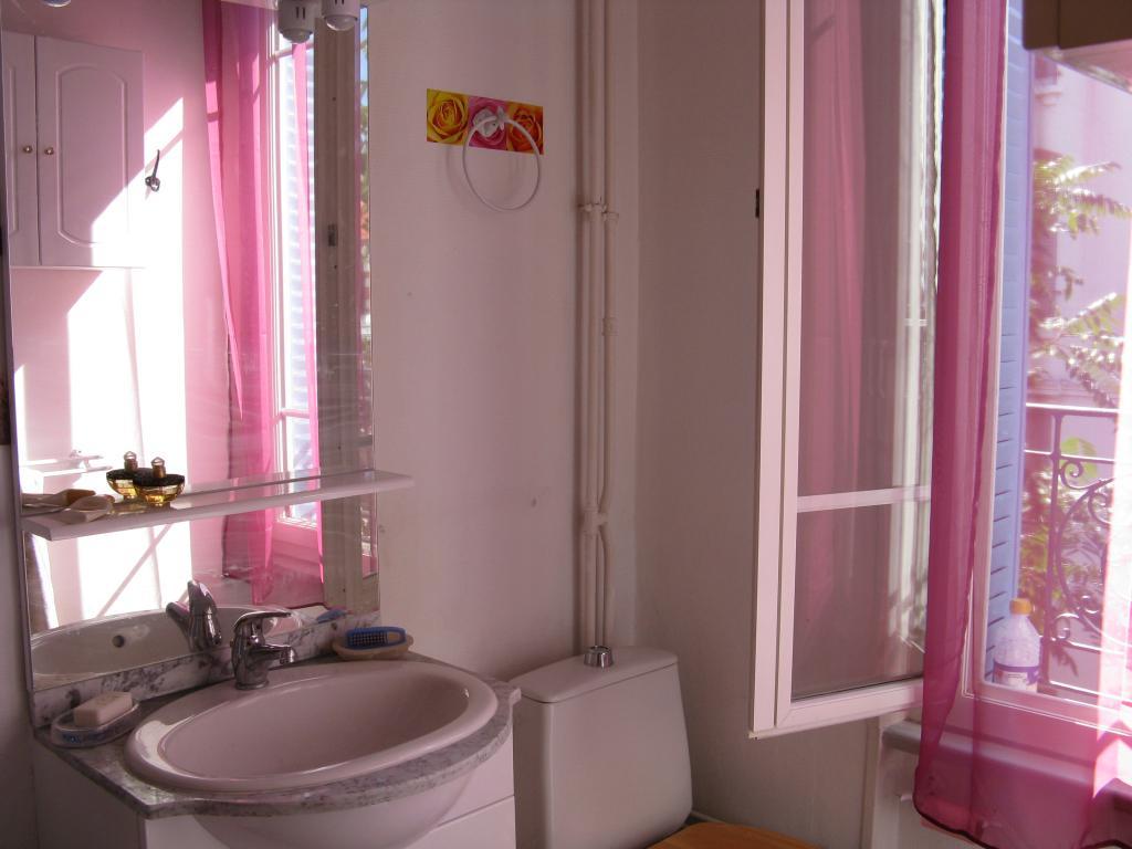 location de t1 meubl de particulier vichy 320 26 m. Black Bedroom Furniture Sets. Home Design Ideas