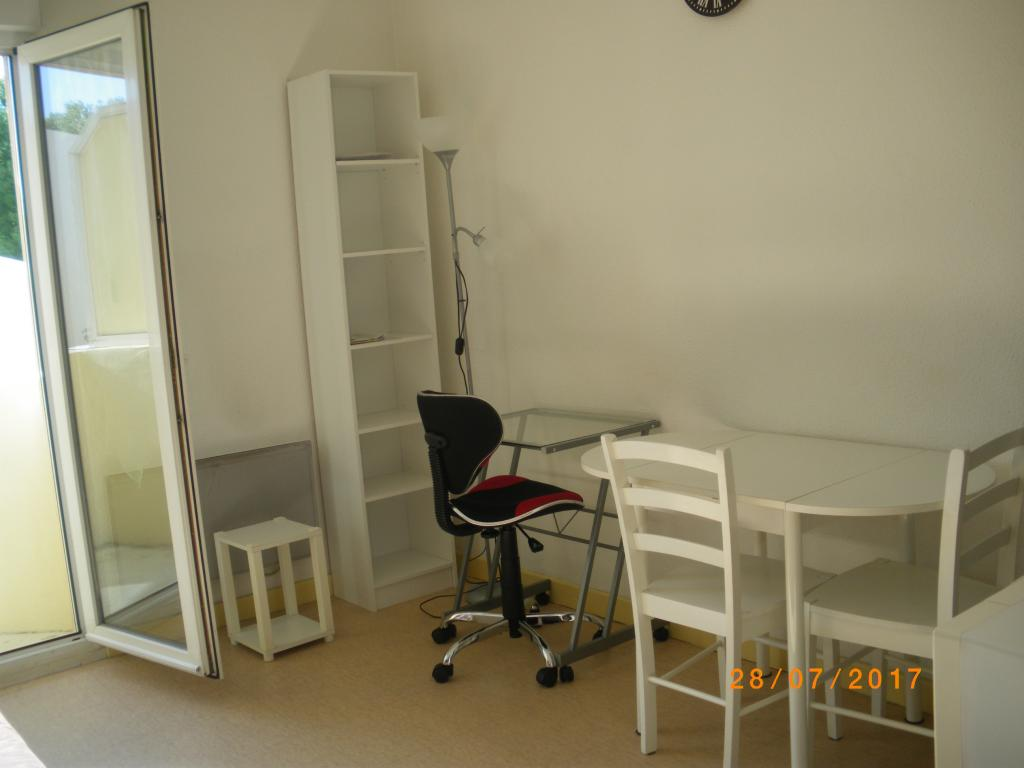 location de studio meubl sans frais d 39 agence bourg en bresse 375 19 m. Black Bedroom Furniture Sets. Home Design Ideas
