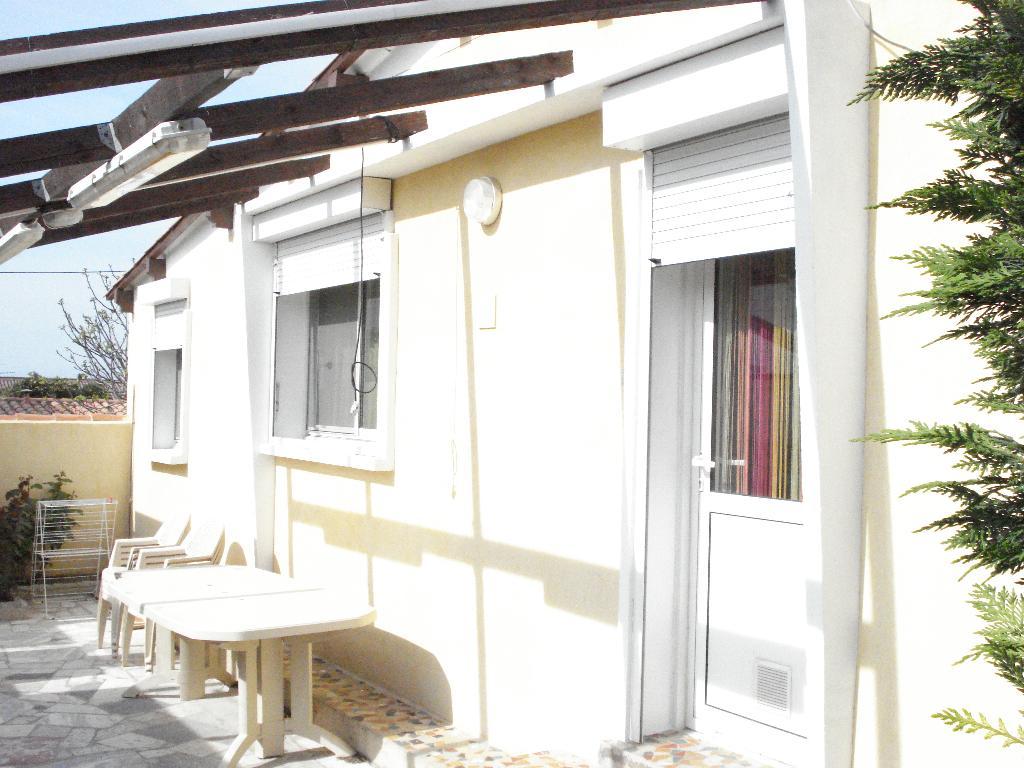 location de studio meubl de particulier marseille 13008 450 35 m. Black Bedroom Furniture Sets. Home Design Ideas