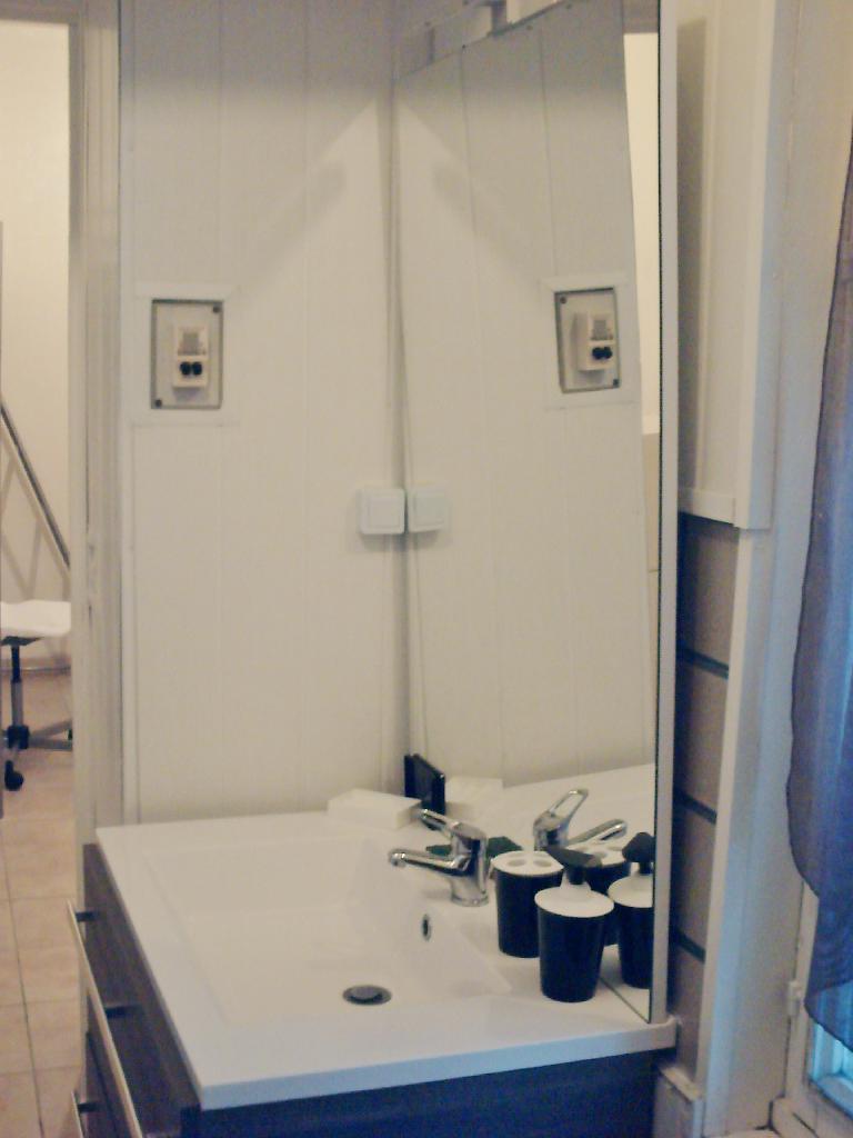 location de studio meubl entre particuliers reims 490 19 m. Black Bedroom Furniture Sets. Home Design Ideas
