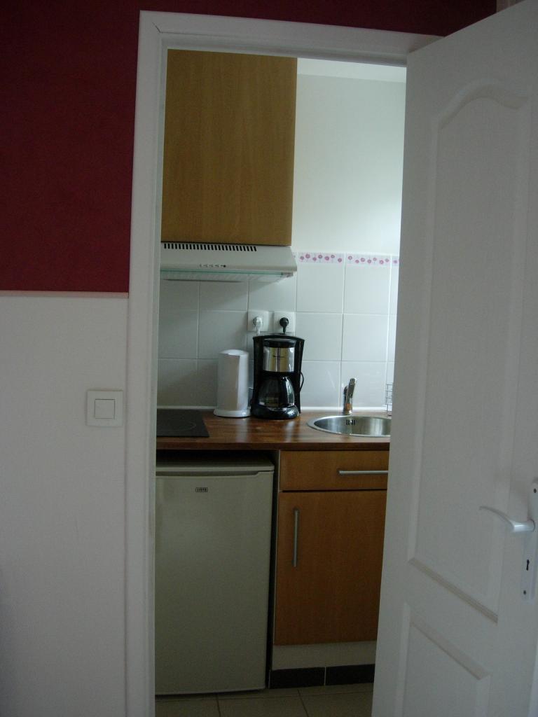 location de studio meubl sans frais d 39 agence vaulx en velin 539 16 m. Black Bedroom Furniture Sets. Home Design Ideas