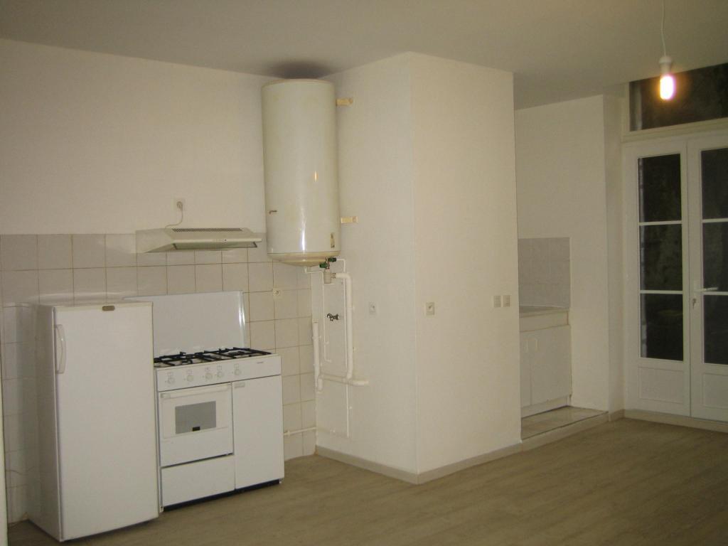 Location d 39 appartement t2 entre particuliers pau 418 for Location bureau pau 64