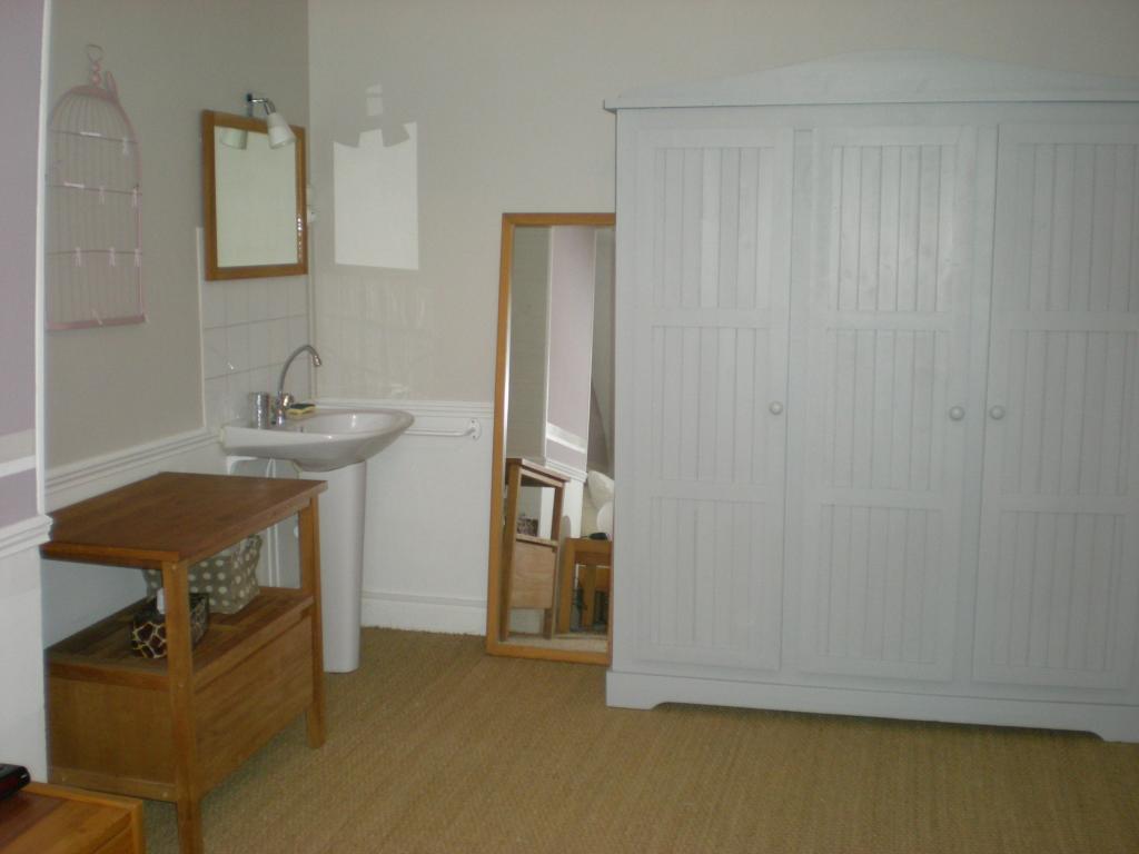 location de chambre meubl e de particulier reims 320 14 m. Black Bedroom Furniture Sets. Home Design Ideas