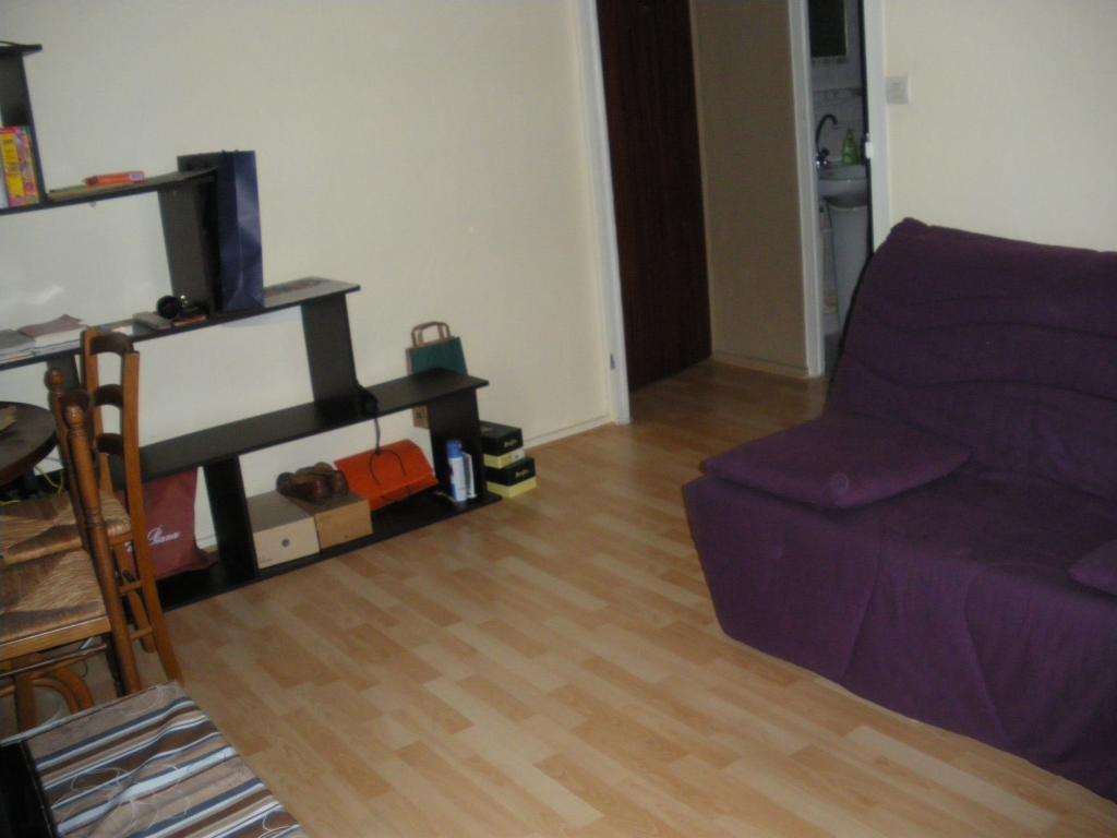 location studio lyon entre particuliers. Black Bedroom Furniture Sets. Home Design Ideas