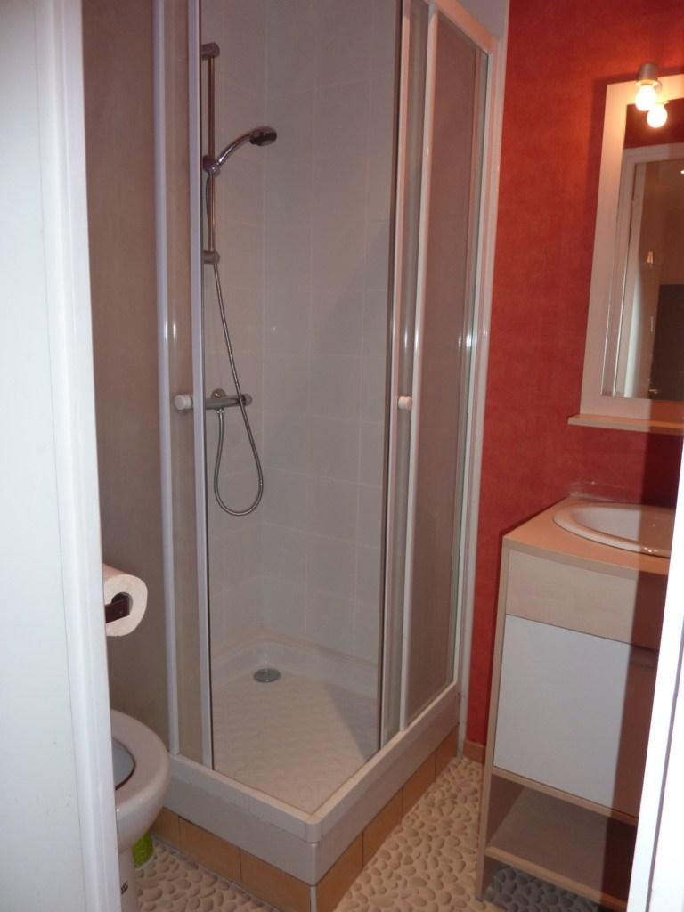 location de studio meubl de particulier clermont. Black Bedroom Furniture Sets. Home Design Ideas