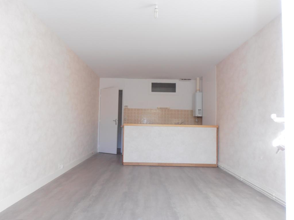 Location immobilière par particulier, Angoulême, type studio, 27m²