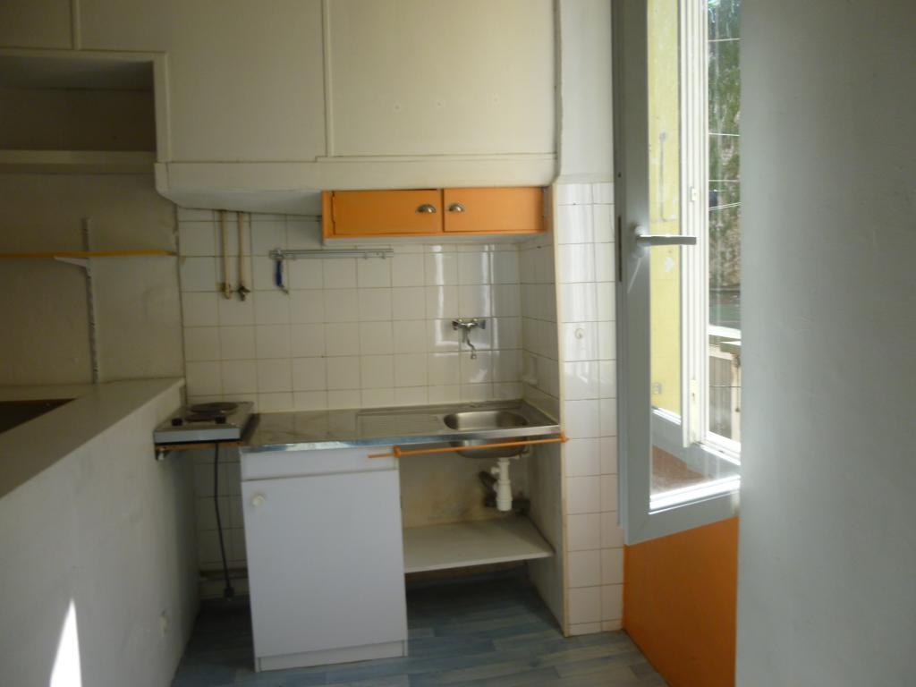location de studio entre particuliers marseille 13006 415 25 m. Black Bedroom Furniture Sets. Home Design Ideas