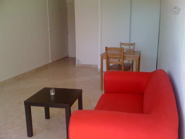 location d 39 appartement t1 de particulier particulier nimes 380 23 m. Black Bedroom Furniture Sets. Home Design Ideas