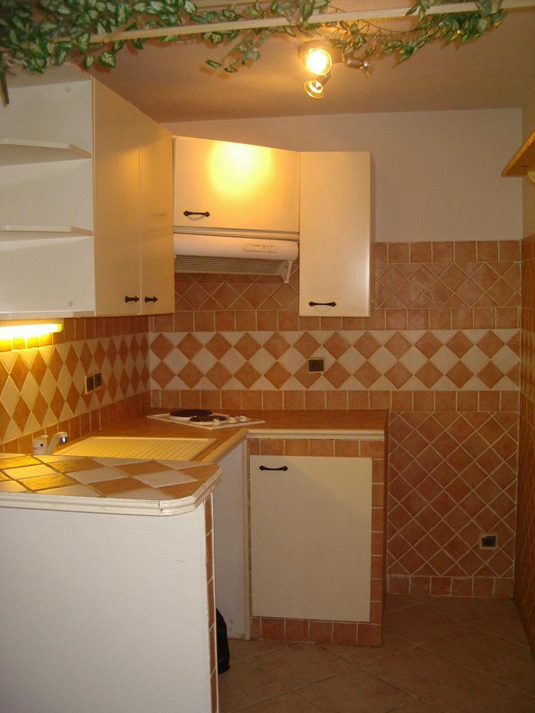 location d 39 appartement t1 meubl de particulier particulier toulon 515 36 m. Black Bedroom Furniture Sets. Home Design Ideas