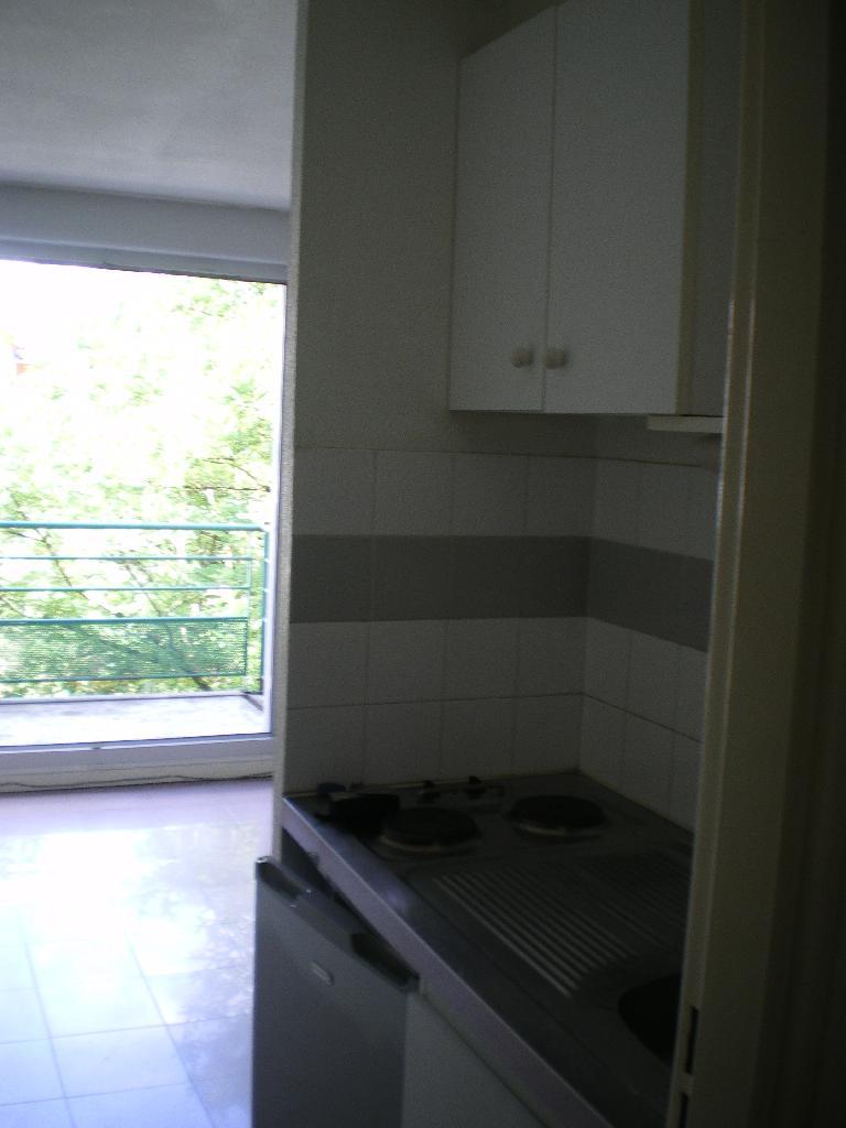 location de studio entre particuliers toulouse 370 20 m. Black Bedroom Furniture Sets. Home Design Ideas