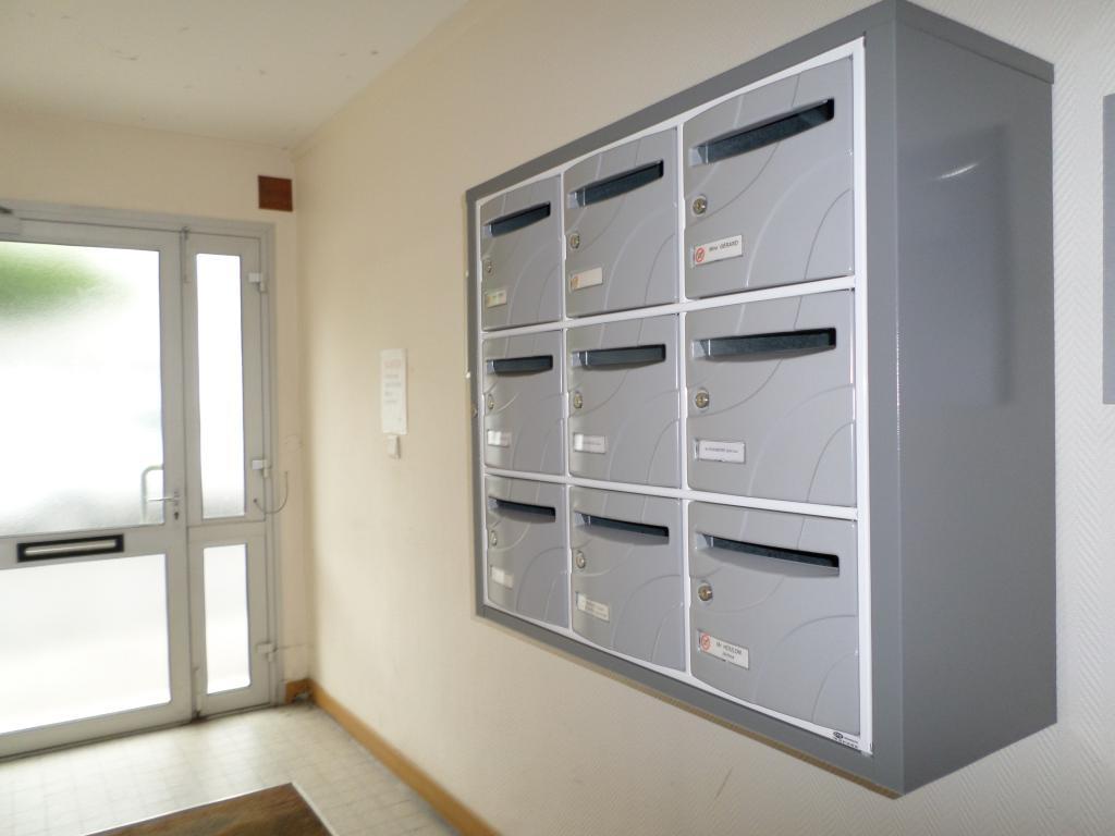 location de t1 meubl sans frais d 39 agence lorient 395 25 m. Black Bedroom Furniture Sets. Home Design Ideas