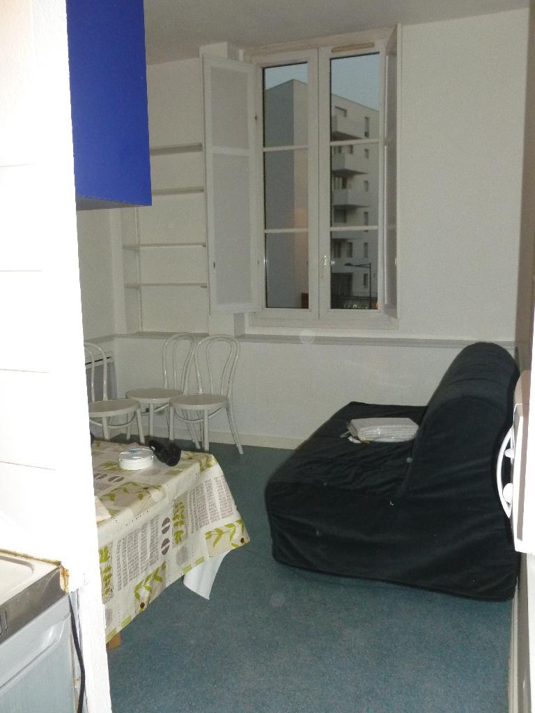 Location de studio meubl entre particuliers bordeaux for Louer studio a bordeaux